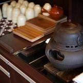 小林樓の創業当時より使われている南部鉄の茶釜。その茶釜を使用して結婚式当日は「お茶バー」でおもてなし