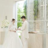 これからの誓いを・・・指輪の交換、宣言・・・大切な儀式は自然光が入る聖壇で・・・