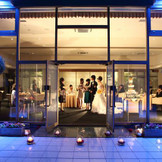 中庭から披露宴会場!夜の風景も素敵ですよ。二次会もそのまま行うことが出来ますよ。