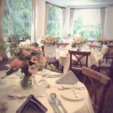 大きな窓のあるレストランを貸し切りに(*^_^*) ナチュラルテイストがやっぱり可愛くてお写真も素敵!!