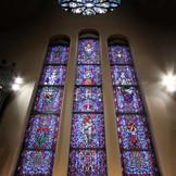 ヨーロッパで200年前から使われていた細工の細かい鮮やかな輝きを放つ三連ステンドグラス。