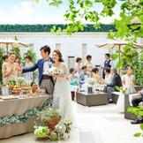 緑ある開放感溢れる空間で、大切なゲストとの会話も弾む