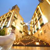 大階段にキャンドルを並べ、特別な夜を。