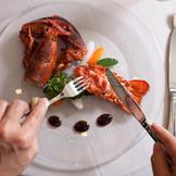 大分の海が育む食材はまさに絶品。食通の舌を唸らせるお料理で、ゲストも思わず笑顔に。