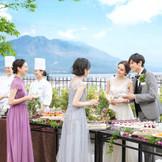 披露宴会場に隣接するガーデンでは、デザートビュッフェなど様々な演出が可能