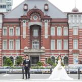 東京駅駅舎をバックにロケーションフォト