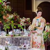 昭和初期のノスタルジーが薫る【霞山会館】にはドレスはもちろん、艶やかな和装も映える。和の結婚式を希望するふたりには近隣の神社の紹介も可能。