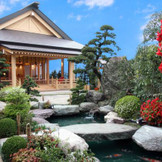 独立型神殿「伊勢 賀寿殿」日本庭園に囲まれた和の空間 ご友人まで参列できる大変珍しい建物です。