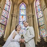 海外製のステンドグラスは 全方位から暖かい光でお二人を祝福します