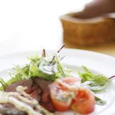 毎日のように、港から送られる新鮮な食材を使用したイタリア料理がメイン