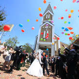 愛という奇跡を誓う、お二人だけの聖域「サンクチュアリ」。アルカディアの町並みでひときわ目立つ全長32mのセントアルカディアチャペル