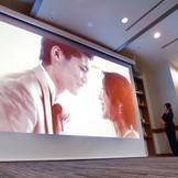 最上階貸切バンケット「オリオン」に大型スクリーン新登場!!迫力ある映像にゲストも感動!