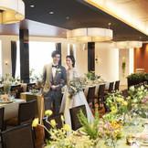 【披露宴会場 ルシェル】収容人数~90名 アットホームな時間が流れるパーティー会場。