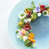 シェフこだわりの厳選食材を使用し、特に関門でとれた新鮮な魚介は絶品。ふたりの「感謝」をひと皿に込めてお届け。