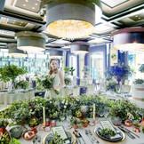 はやりのボタニカルテイストでコーディネート。広々とした開放的な空間はワンフロア貸切だから、自由度の高い装飾や演出が叶えられる