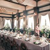 歴史を積み重ね続ける桜の間で晩餐会スタイルでのご披露宴も。