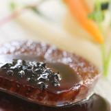 福島県産黒毛和牛のポワレ トリュフ入りソース