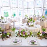 周囲の緑が目に飛び込んでくるような明るいパーティスペース。 様々な工夫を凝らせた披露宴から、シンプルに会話を楽しむパーティまで、使い心地の良さが魅力。