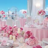 白亜のお城を思わせる気品溢れる「シュノンソー」は、明るく華やかなパーティを実現。