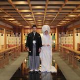 出雲大社の神様が祀られた本格的神殿。 60名様までご参列いただけます。