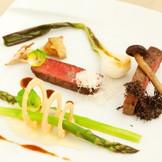 彩り豊かな料理の数々 シェフとの打合せでオリジナルのフルコースを