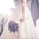 ドレスもセレブな街に合わせた上質コーディネートで、羨望集める花嫁に。