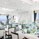 【エトワール】ホテル最上階のスカイバンケット。3面の大パノラマの窓からは海・山・街が望め、お二人を祝福してくれます。