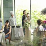 自然光溢れる会場でゲストと感動の祝宴を