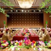 【鏡花水月】和モダンな雰囲気もホテルだから演出できる。色鮮やかな花々に囲まれ最幸のひと時を。