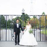 海外のようなおしゃれな正門の前での記念撮影も人気です