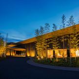 世界的な建築家:隈研吾氏が設計したリゾートホテル。街中にありながらも独特な静けさに包まれた空間。