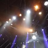 光の演出は圧倒的な迫力。 プロのコンサートも行われる設備が整うから、演出にこだわりたいカップルも納得。