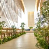 ゲストハウス桜苑のチャペル【木堂】 天井高8M、ヴァージンロード12Mの大空間