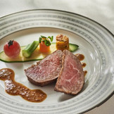 和牛フィレ肉のステーキ シャンパン風味のマスタードソース