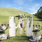 奈良を代表する若草山で結婚式をしてみませんか?今ヒルトップで人気沸騰中の挙式スタイルです!