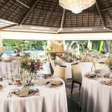 テーブルクロスやナプキン、テーブル装花で会場全体の雰囲気も変わります。 会場のテーマや季節に合わせて、プロのフラワーコーディネーターとのお打合せもあるから安心。