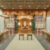 館内には<平安殿>があり、本格的な神前式が可能。パーティ会場への移動もスムーズで色打掛などでのパーティも。日本古来から伝わる由緒正しい神前式が岩見沢平安閣で叶います。