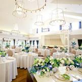 フランス館は北九州の中でも最大級のハウスウェディング会場です。気品ある優雅な空間で、ゴージャス感と開放感を兼ね揃えたフランス館は、豪華な演出も思いのまま。