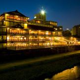 鴨川沿いで140年の歴史を重ねた文化財でゲストにおもてなしを。