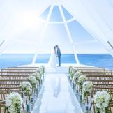 天井高8m 海を眺める純白の独立型チャペル