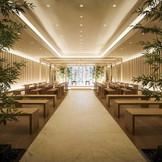 檜の香りただよう神殿は1100年以上前に創建された川名の川原神社から分霊した歴史深い本格派。古式ゆかしい伝統的だけでなく、斬新で情感あふれる演出も。