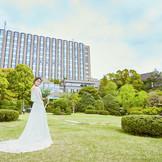 1万坪の庭園に隣接するリーガロイヤルホテル東京。都心にありながら落ち着いた佇まいの「隠れ家的ホテル」