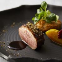 伝統技法と日本の食文化を織り交ぜた、美食フレンチ。