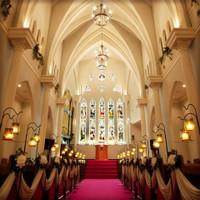 ステンドグラスが輝く 大聖堂ウエディング