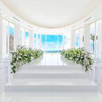 沖縄の自然が祝福!360度ガラス張りのチャペル