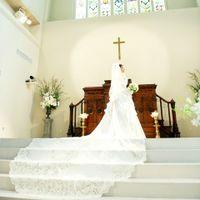 この大聖堂のためにデザインされた特別なドレスコレクション【アビーシリーズ】