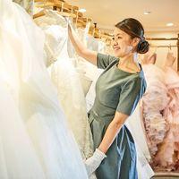 ≪ドレスアドバイザー≫花嫁お一人おひとりのご希望や個性、会場の特徴をふまえ、ワンランク上の美しさを引き出すスタイリングをご提案いたします