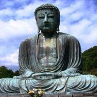 数百年にわたり古都鎌倉の歴史を見守り続ける大仏様へは、徒歩10分で。