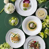 ASOフレンチのコース料理は、オードブル スープからデザートに至るまですべてを おふたりにお選びいただくコースです。