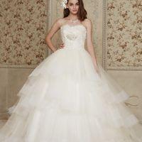 ふわふわとしたスカートが 可愛いドレス ビスチェタイプで肩回りをすっきりとしてくれます